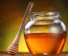 泡红茶<em>可以</em><em>加</em><em>蜂蜜</em><em>吗</em>_红茶<em>可以</em><em>和</em><em>蜂蜜</em><em>同食</em><em>吗</em>?