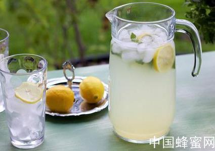 <em>蜂蜜</em><em>檸檬</em>水<em>怎么</em>做才最好<em>喝</em>