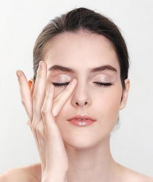 【视频】酵母粉加蜂蜜自制眼霜的方法