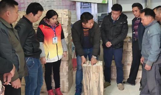 平塘乡:隆林代氏蜂业有限公司到平塘乡六池村开展<em>养蜂</em>技术培训
