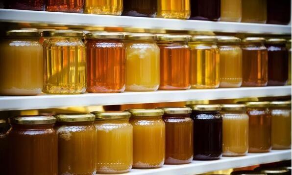瓶装<em>蜂蜜</em>过期还<em>能<em>喝吗</em></em>?罐装过期的<em>蜂蜜</em>能吃吗?