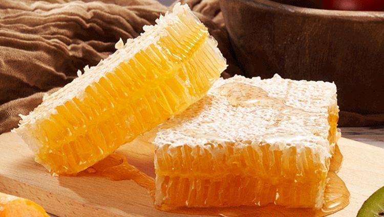 蜂巢蜜<em>的</em><em>作用</em><em>与</em>吃法,蜂巢蜜怎么吃最好?