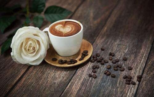 <em>蜂蜜</em>和<em>咖啡</em>混一起中毒?<em>蜂蜜</em>和<em>咖啡</em>能一起<em>喝吗</em>?