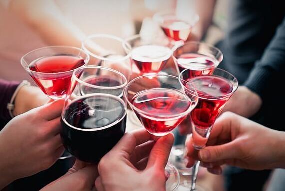 <em>紅酒</em>能和<em>蜂蜜</em>一起<em>吃嗎</em>?<em>紅酒</em>里能<em>加</em><em>蜂蜜</em>嗎?