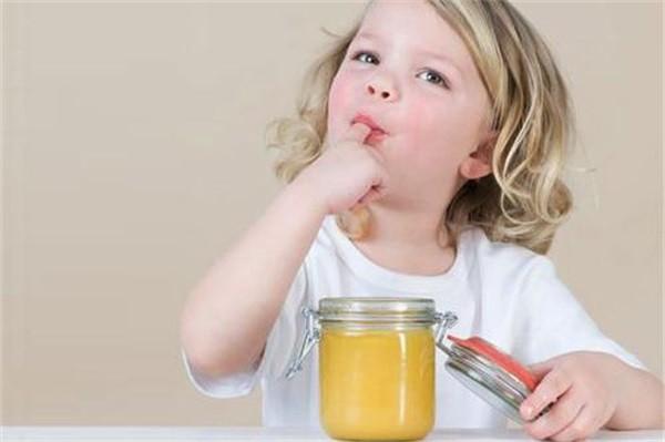 蜂蜜不加水能直接吃吗?蜂蜜是泡水喝还是直接吃?