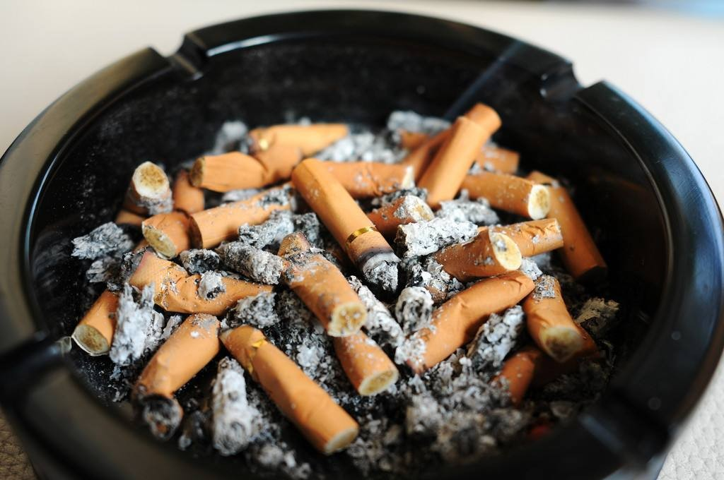 <em>吸烟</em>喝<em>蜂蜜</em><em>水<em>好吗</em></em>?吃<em>蜂蜜</em>对<em>抽烟</em><em>有</em><em>什么</em><em>好处</em>?