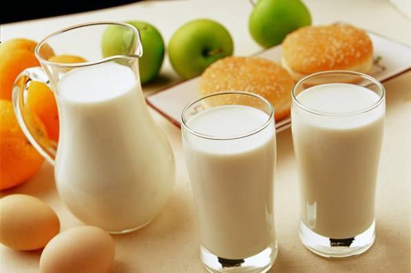<em>蜂蜜</em><em>早餐</em><em>喝</em><em>还是</em><em>晚上</em><em>喝</em>?早上<em>空腹</em><em>喝</em><em>蜂蜜</em>健康吗?
