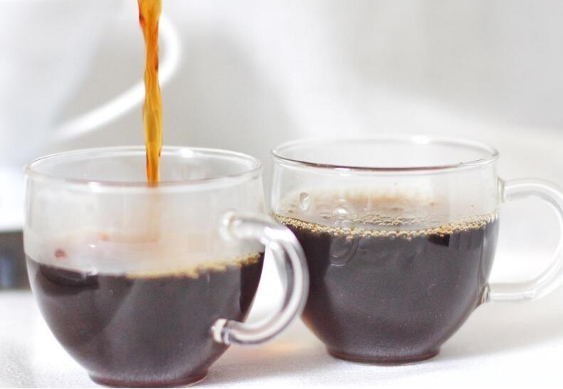 <em>蜂蜜</em>与<em>咖啡</em>掺在一起<em>可以</em><em>喝吗</em>?<em>蜂蜜</em>和<em>咖啡</em>能一起<em>喝吗</em>?